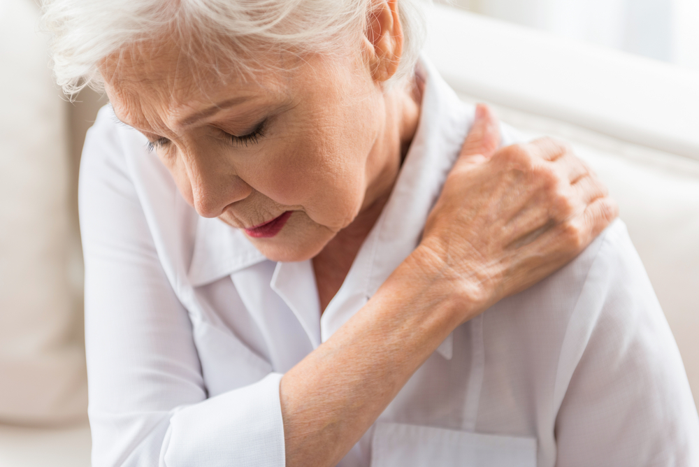4 Ways to Relieve Shoulder Pain at Home