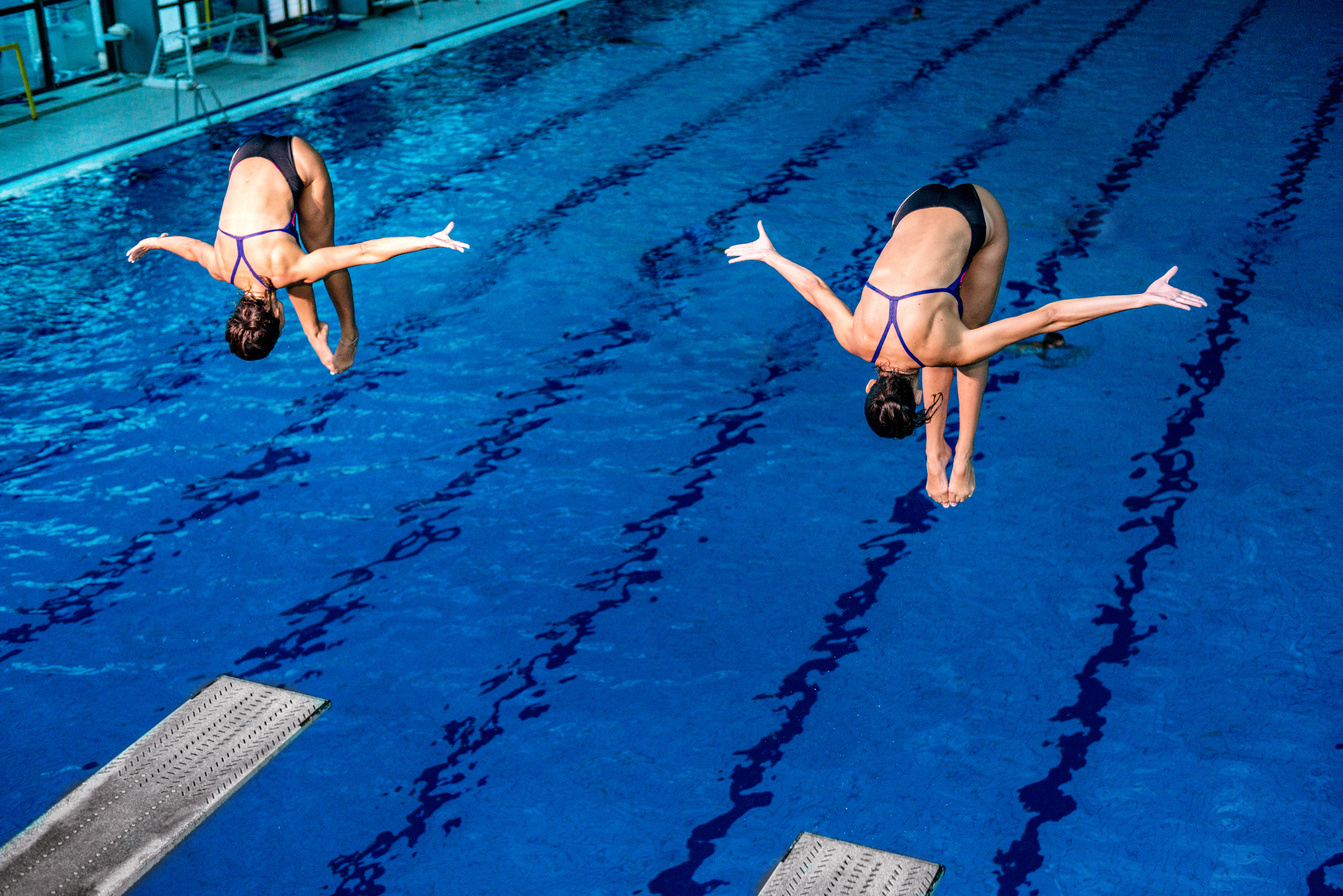 How to Protect Your Spine While Swimming and Diving During the Summer