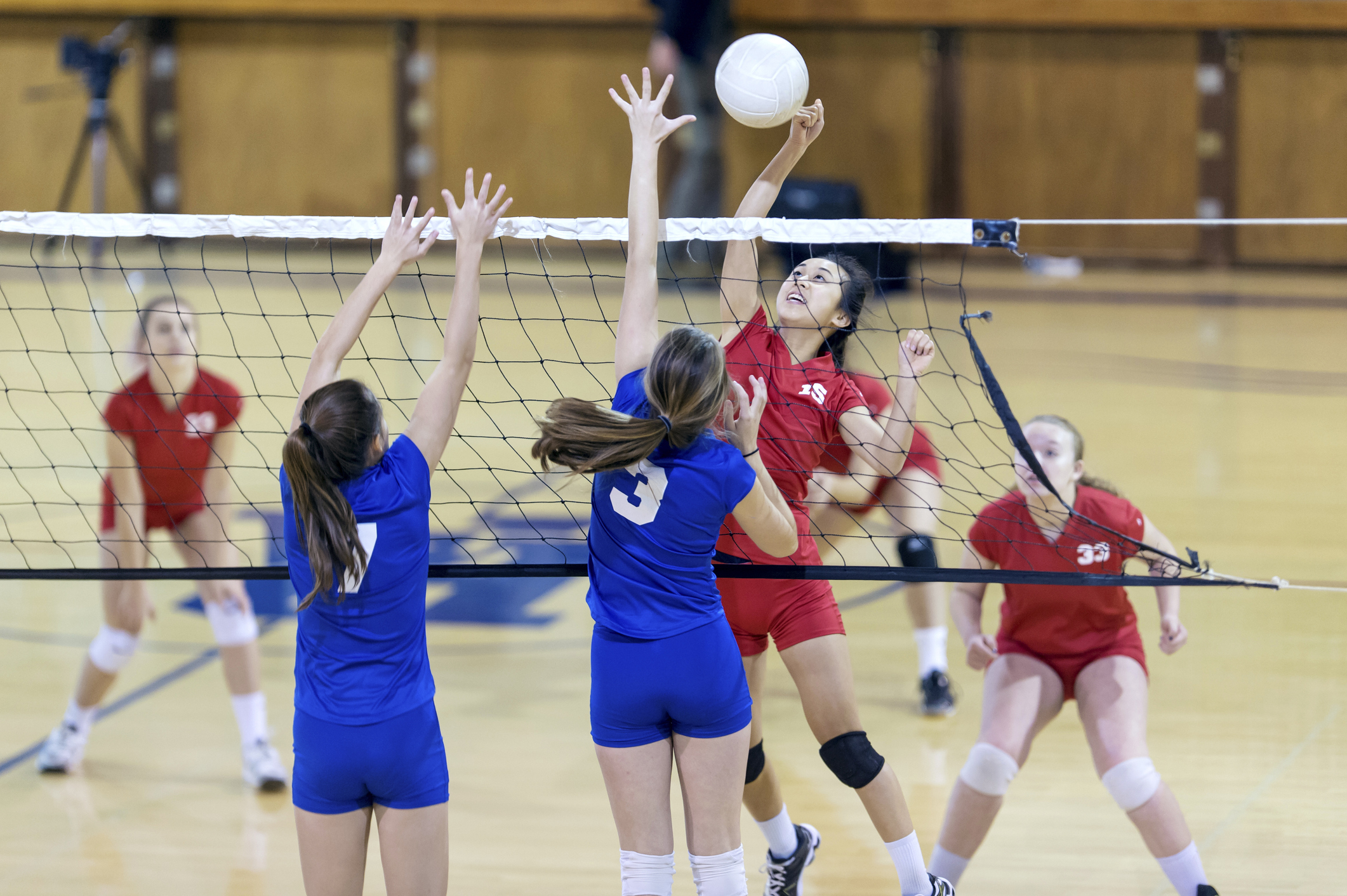 What Are the Differences Between Beach Volleyball and Indoor Volleyball?